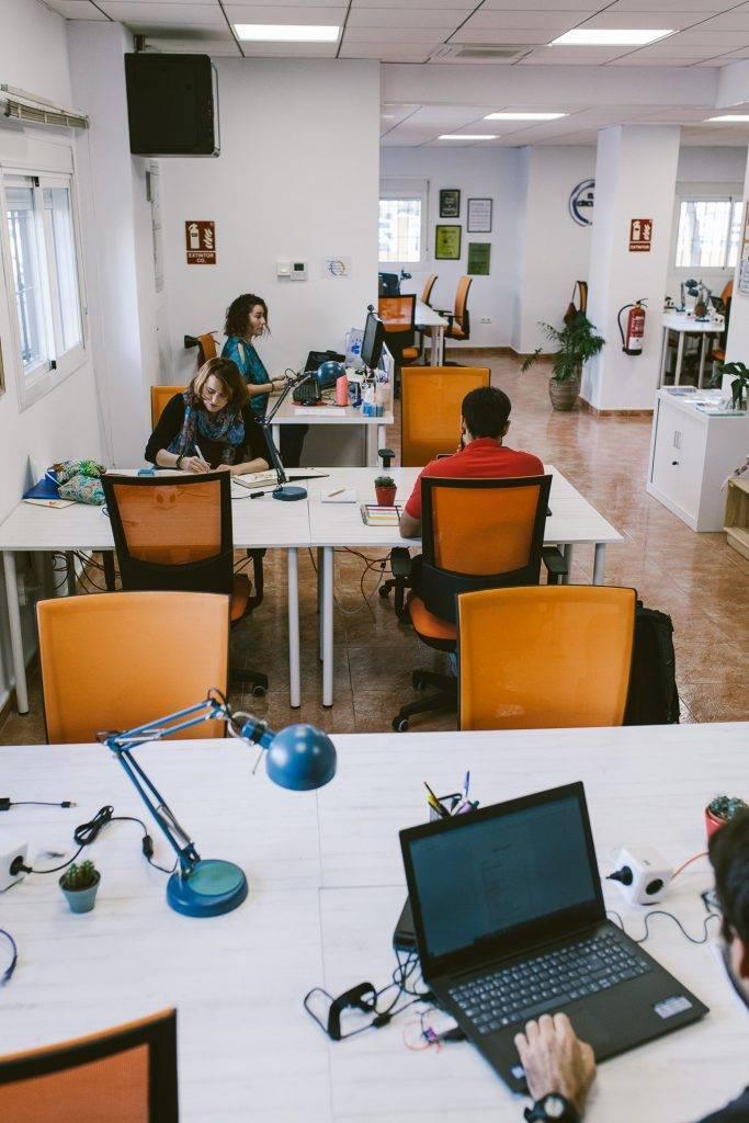 Contacta con el círculo coworking